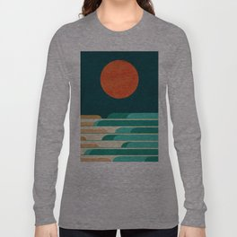 Chasing wave under the red moon Long Sleeve T-shirt