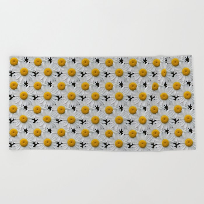 DAISY CHAINS Beach Towel