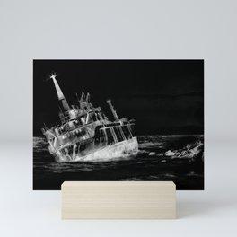 shipwreck aqrebwi Mini Art Print