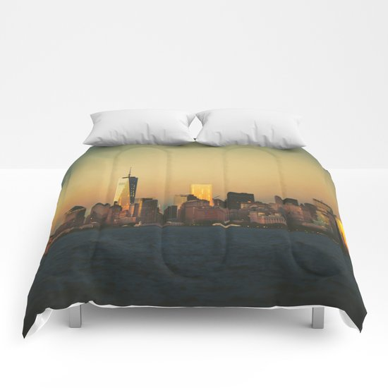 New York City Skyline - Dramatic Sunset Comforters