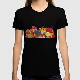 Organic Farm Market. Berries. T-shirt