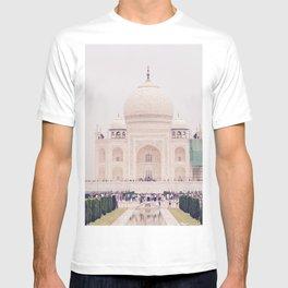 Beautiful man-made wonder Taj Mahal T-shirt