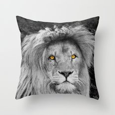 LION BEAUTY Throw Pillow