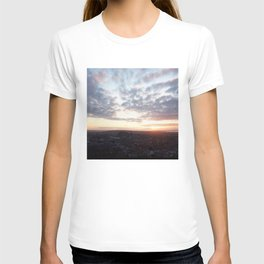 Salisbury Crags overlooking Edinburgh at sunset 4 T-shirt