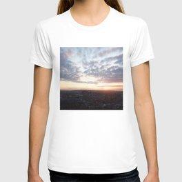 Salisbury Crags overlooking Edinburgh at sunset 4 T-shirt