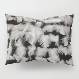 Quivering feathers Pillow Sham