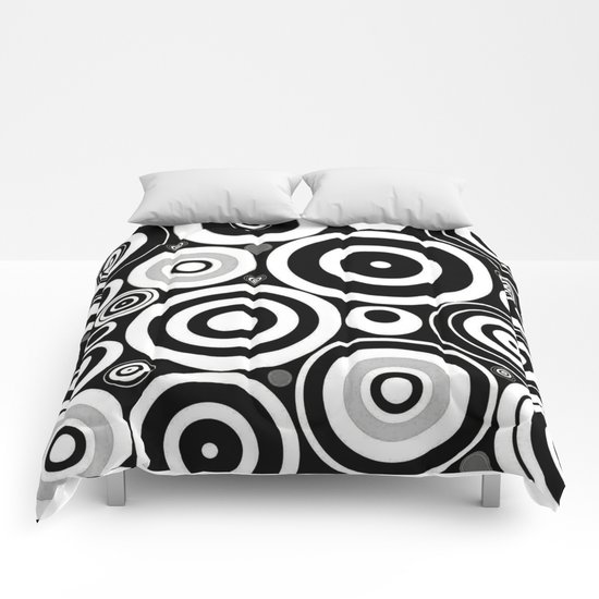 Black and white Circles Comforters