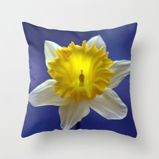 Daffodil in blue 9856 Throw Pillow