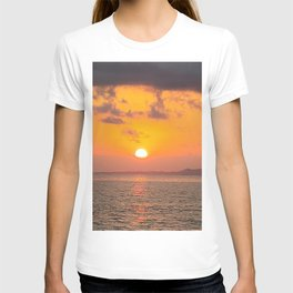 Sunrise on the jeju island sea in Korea Edit T-shirt