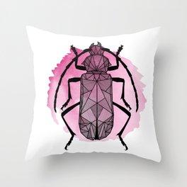 rosa skalbagge Throw Pillow