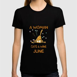 A Woman Who Loves Cats & Wine And Was Born In June T-Shirt T-shirt