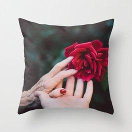 Mignonne allons voir si la rose Throw Pillow