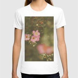 flower photography by Elina Bernpaintner T-shirt