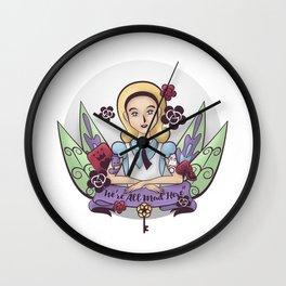 Los viajes de Alicia | Alicie trips Wall Clock