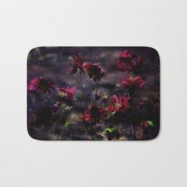 Mes ancolie - Aquilegia dark floral Bath Mat
