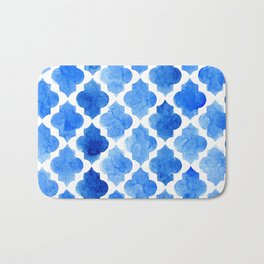 Quatrefoil pattern in shades of blue Bath Mat