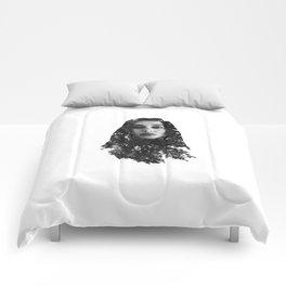Alycia Debnam-Carey Exposure Comforters