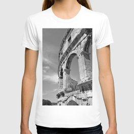 arena amphitheatre pula croatia ancient high black white T-shirt