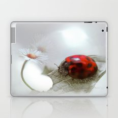 For the love of a daisy Laptop & iPad Skin