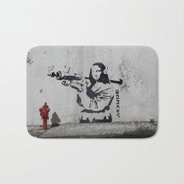 mona lisa - banksy Bath Mat