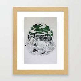 SILENT QUEEN Framed Art Print
