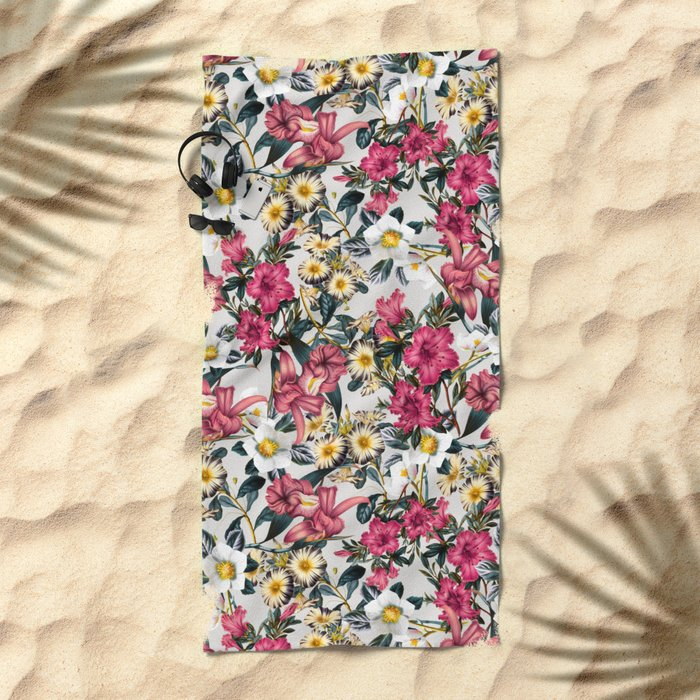 CLASSIC FLORAL PATTERN II Beach Towel
