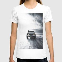 landrover defender in iceland T-shirt