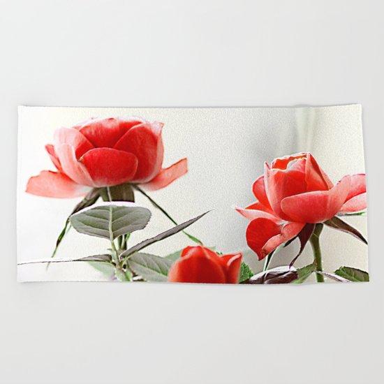 Romantic roses(8). Beach Towel