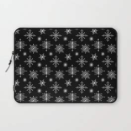Winter in black and white - Snowflakes pattern Laptop Sleeve
