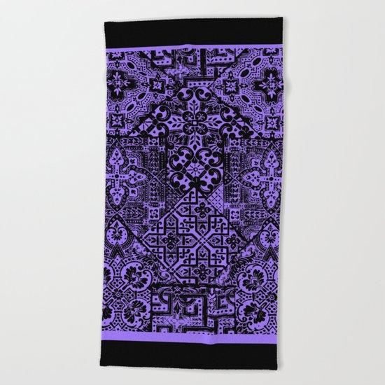 celtic knot black Beach Towel