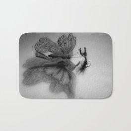 Enjaulando alas - Caging wings Bath Mat