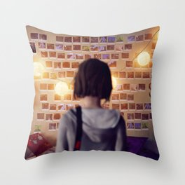Life Is Strange 14 Throw Pillow