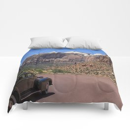 Vintage car in Zion Valley Comforters