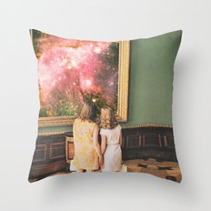 Su bella distancia Throw Pillow