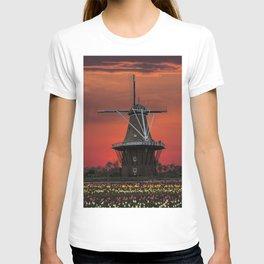 The deZwaan Dutch Windmill at Sunset T-shirt