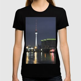 Night at river Spree in BERLIN T-shirt