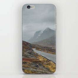 Road to misty mountains iPhone Skin