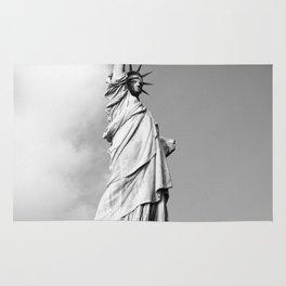 statue of liberty 4 black white Rug