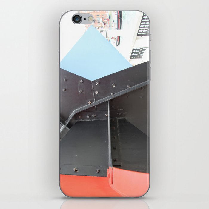 Peggy Guggenheim court yard iPhone Skin