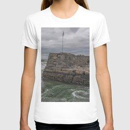 Green whirlpool at Lanescove wall T-shirt