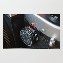 Control dial shutter speed on retro photo camera Rug