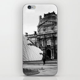 Pyramide de Louvre iPhone Skin