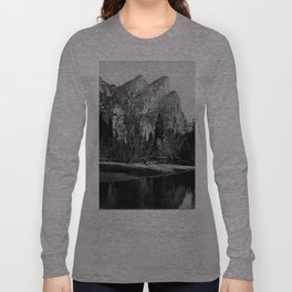 VIEW IN VOSEMITE VALLEY, CALIFORNIA Long Sleeve T-shirt