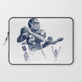 Quarterback throwing a touchdown pass. Laptop Sleeve