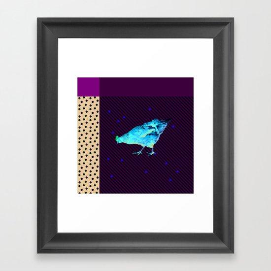 Une poule Framed Art Print