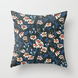 Daisy chain: floral pattern Throw Pillow
