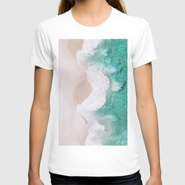 Waves spread out on the coast T-shirt