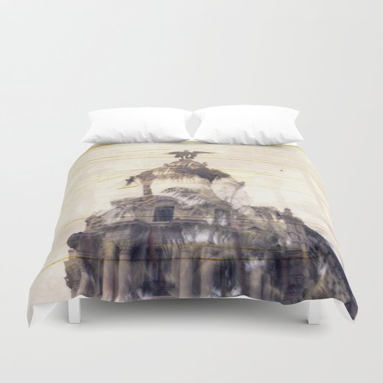 Metropolis building, Madrid Duvet Cover