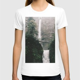 Multnomah Falls Waterfall in October - Landscape Photography T-shirt
