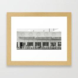 Au café blanc Framed Art Print
